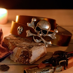 Bellamy Belt in Brown Leather with Skull and Crossbones Buckle